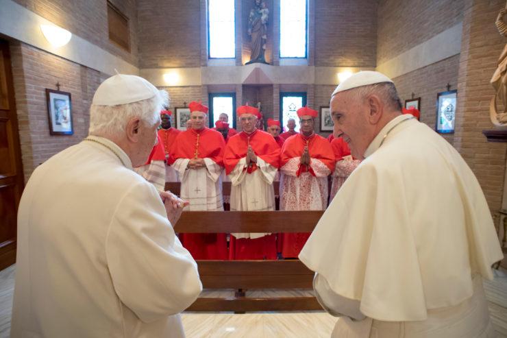 El Papa y los nuevos cardenales visitan a Benedicto XVI - © Osservatore Romano