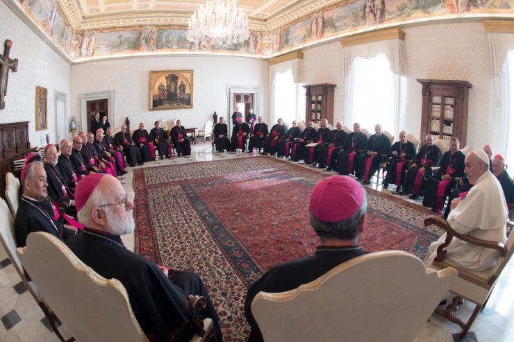 El Papa con los obispos chilenos durante la visita ad limina (Fto. Osservatore © Romano)