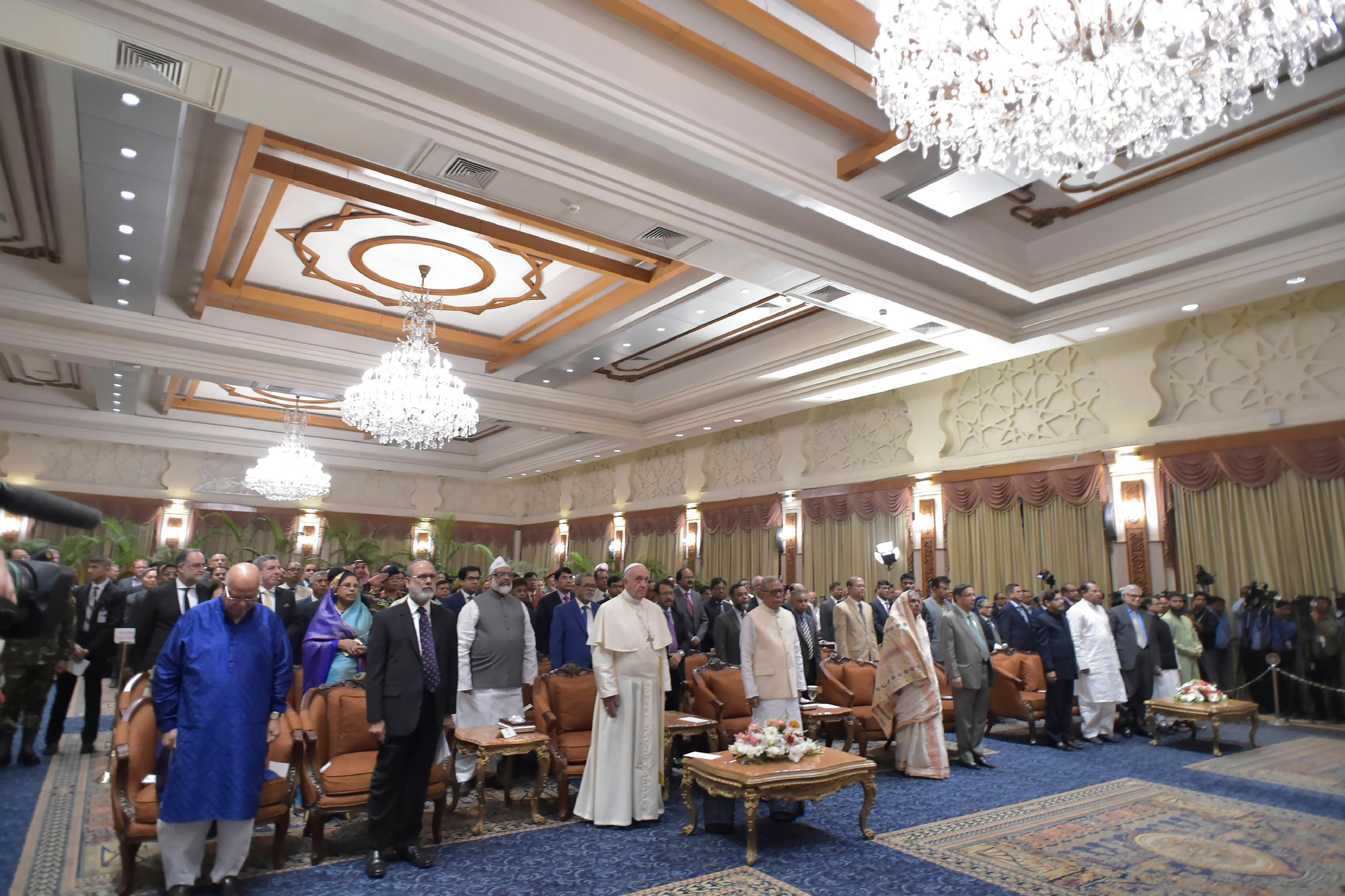 Encuentro con las autoridades civiles, religiosas y diplomáticas de Bangladesh © L'Osservatore Romano
