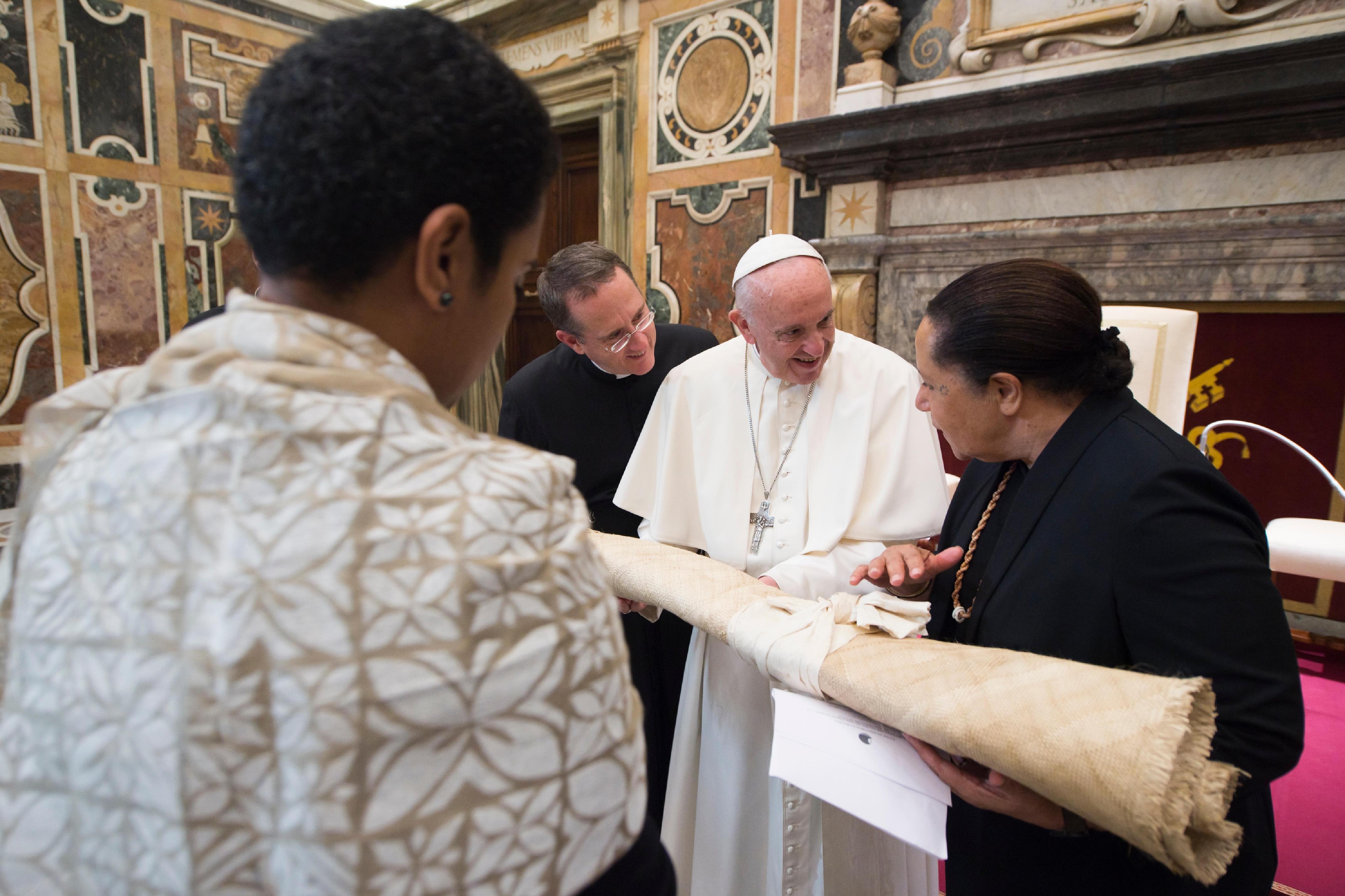 """El Papa con los líderes de """"Pacific Islands Forum Secretariat"""" © L´Osservatore Romano"""