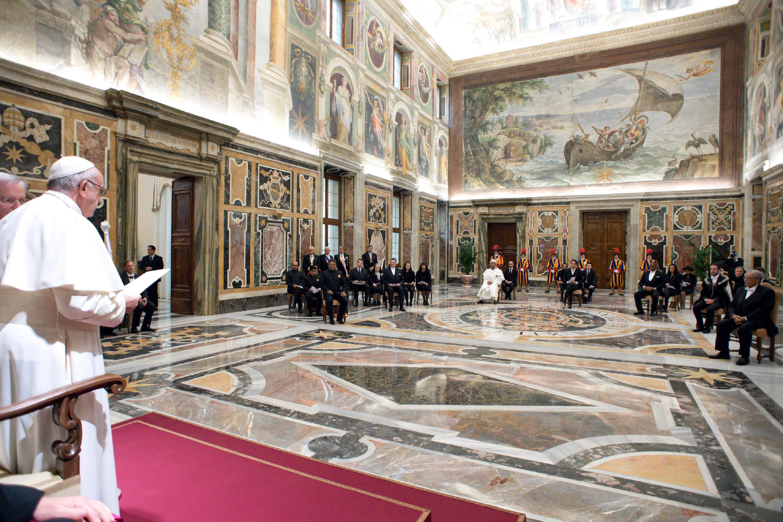 El Papa en audiencia con siete nuevos embajadores © L´Osservatore Romano