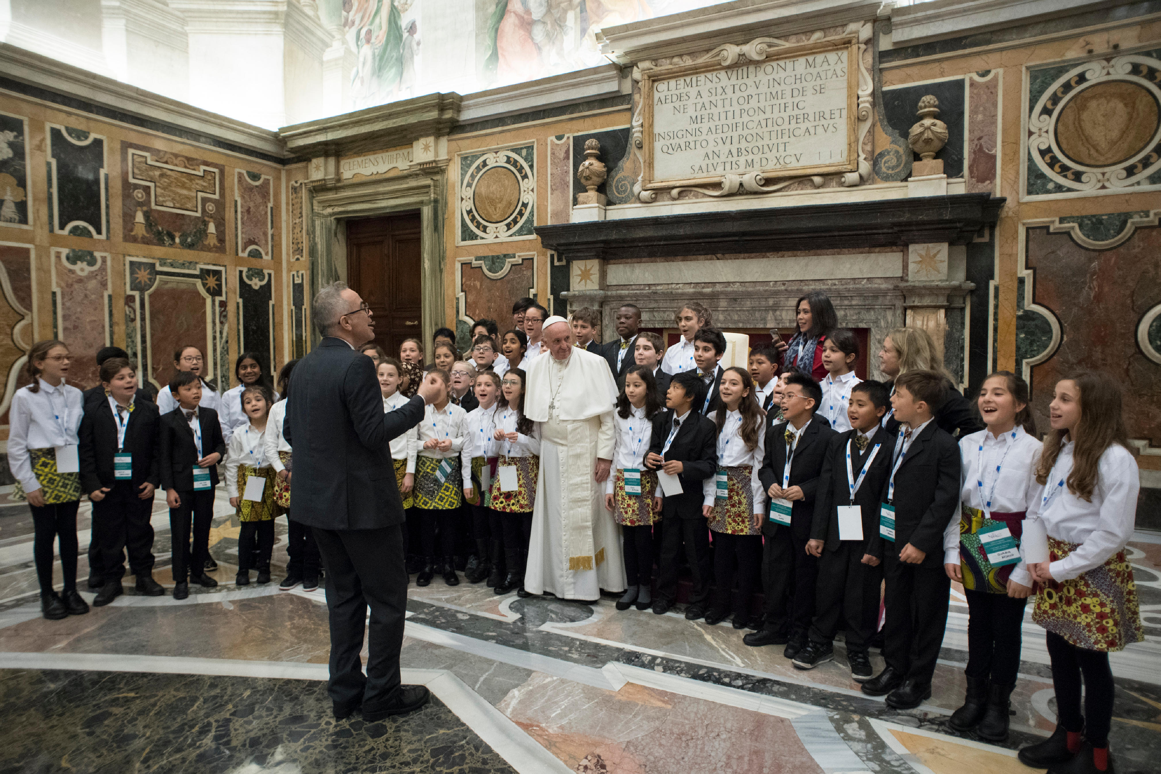 El coro de niños ha recibido al Papa con un villancico © L´Osservatore Romano
