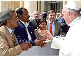 El Papa recibe a la familia de Asia Bibi © HazteOir.org (Wikimedia Commons)