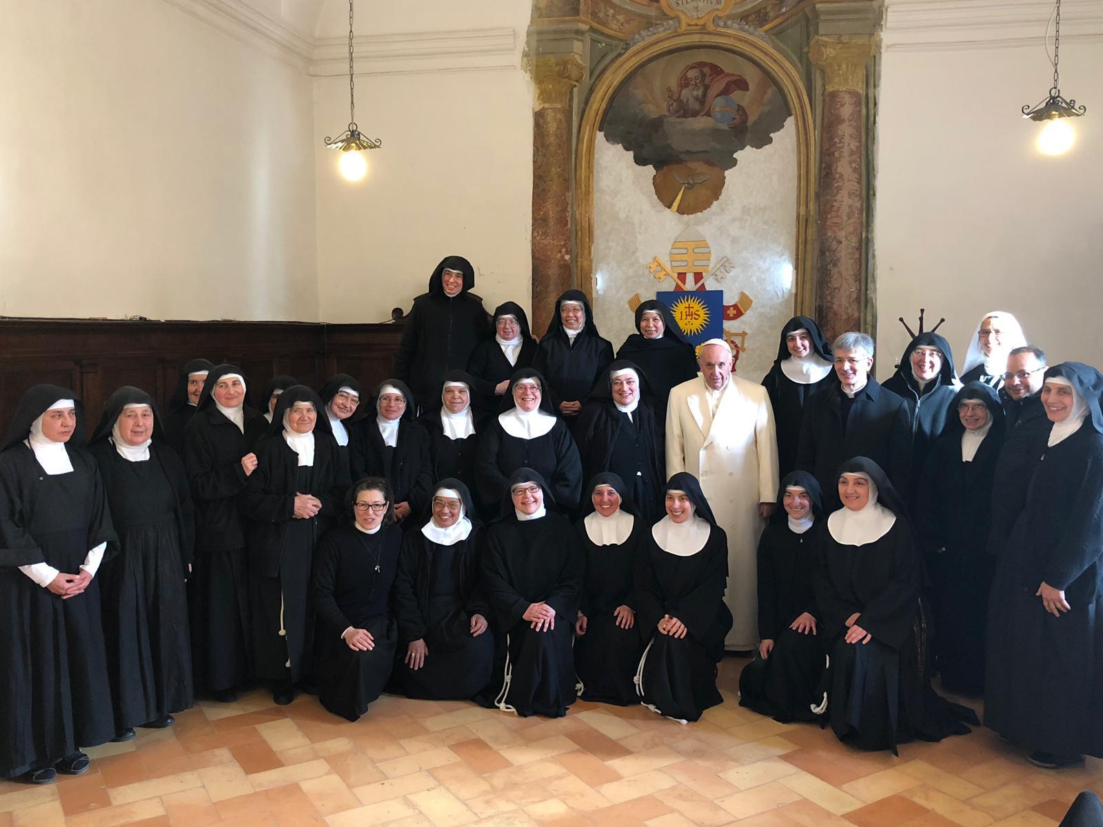 Francisco ha visitado por sorpresa a las Clarisas de Vallegloria, en Perugia, Italia © Vatican Media