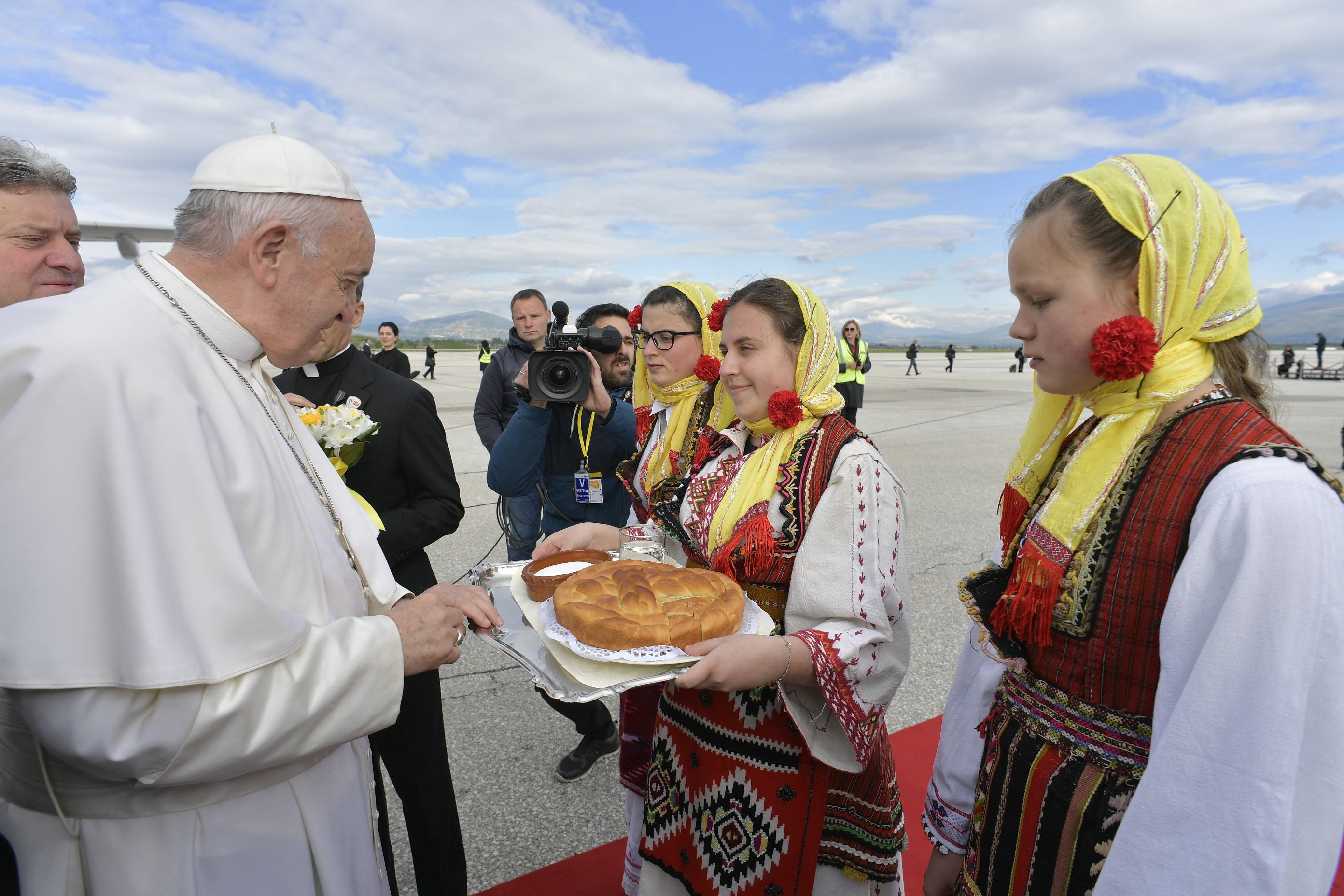 Francisco llega a Macedonia del Norte, 7 mayo 2019 © Vatican Media