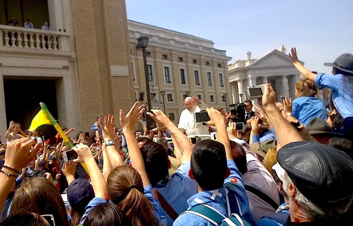 Pope francis transit in the jeep between the scouts - Rome 13 june 2015