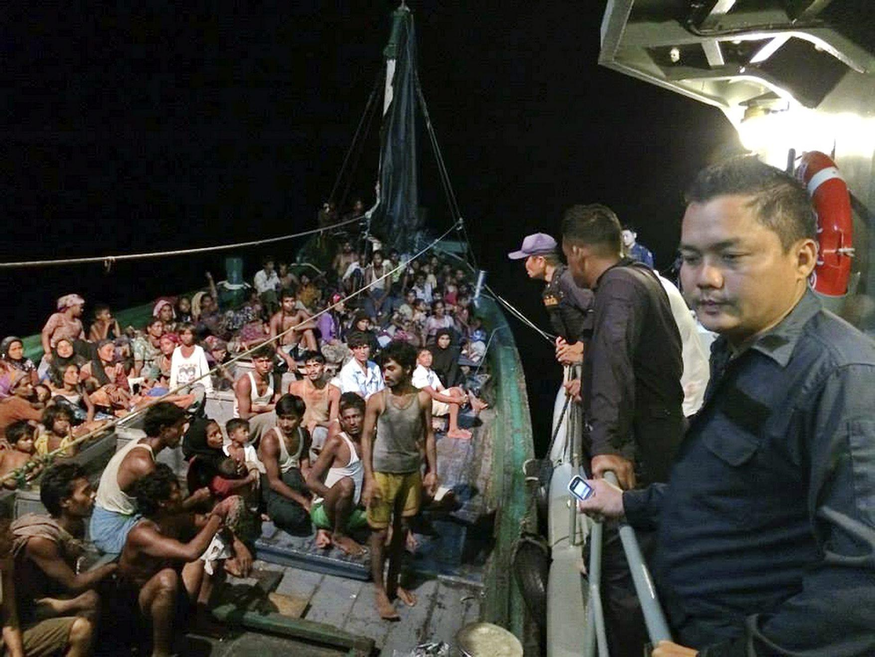 Hundreds Rohingya migrants on a drifting abandoned boat found in Thai sea
