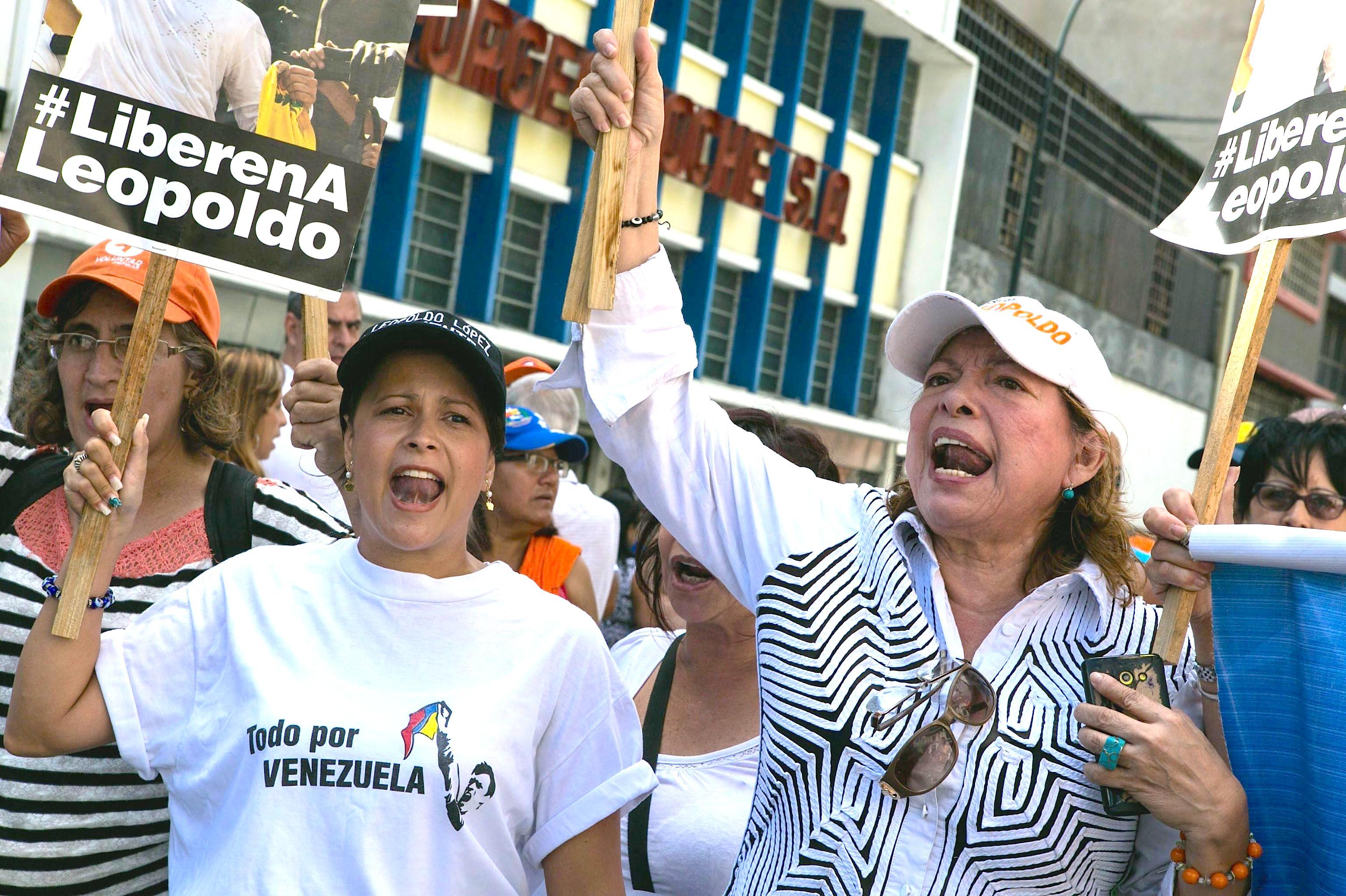1 Supporters of Venezuelan opposition leader