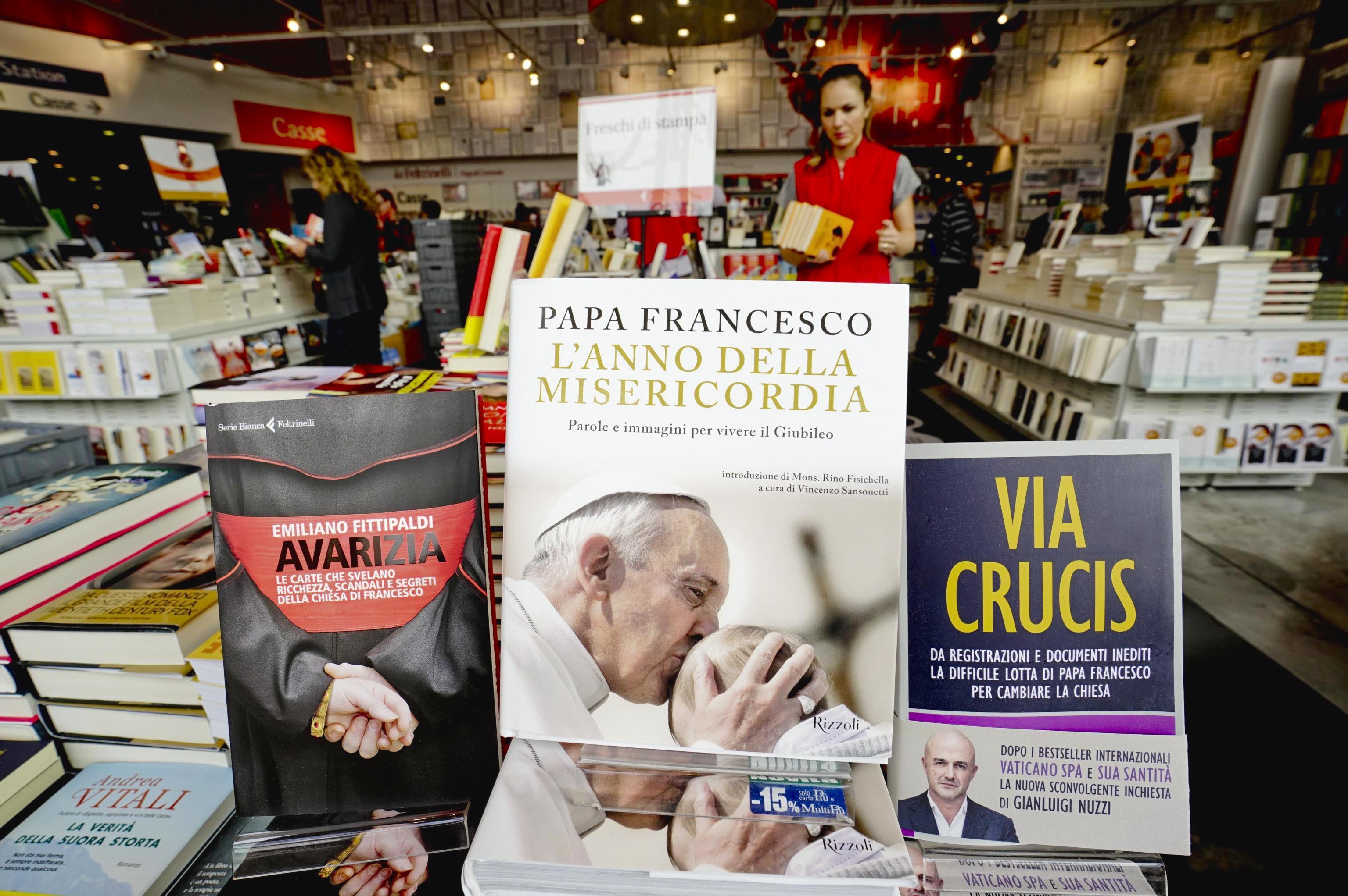 The books of Emiliano Fittipaldi 'Avarizia' and Gianluigi Nuzzi ' Via Crucis'