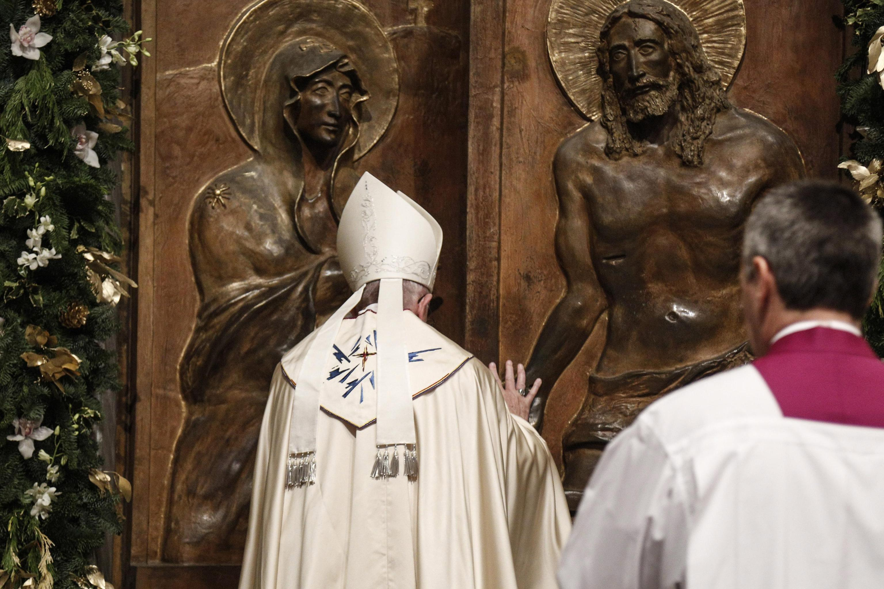 Pope Francis opens the Holy Door of Basilica of Saint Mary Major