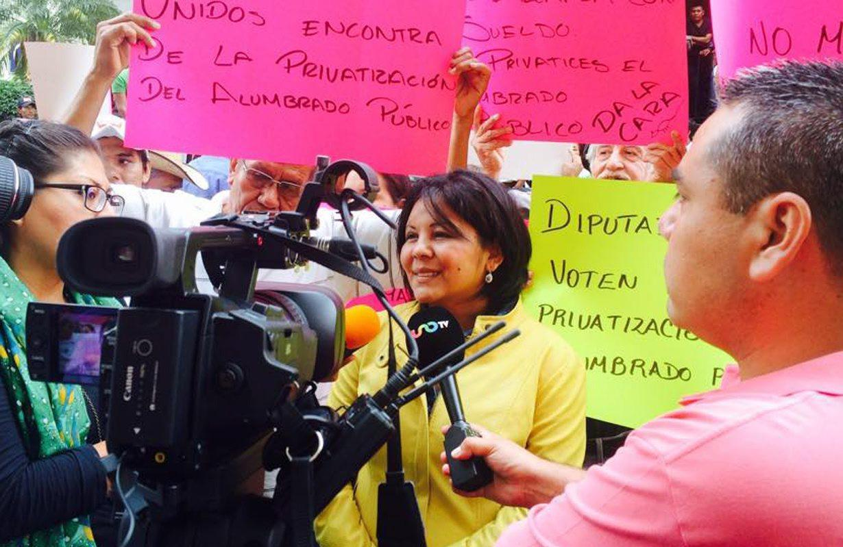 A handout picture provided on 02 January 2016 shows Mayor of municipality of Temixco Gisela Mota (C) of the left wing party Partido de la Revolucion Democratica (PRD)