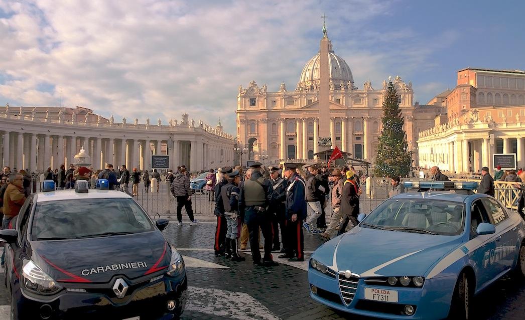 Policía y Carabineros en el Vaticano