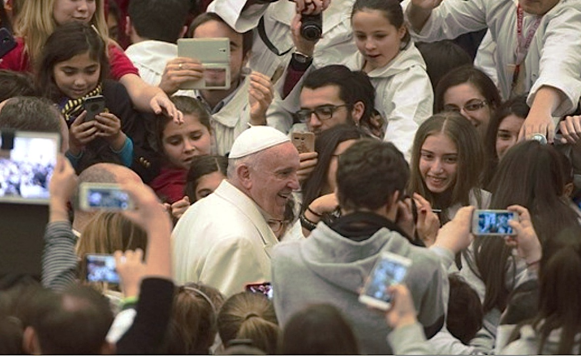 Pope Francis whit Young Singers