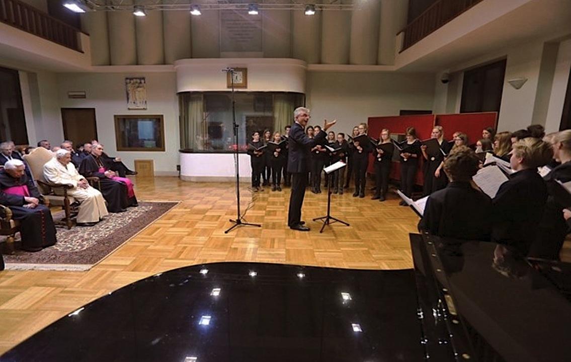 Pueri Cantores singing to Benedict XVI