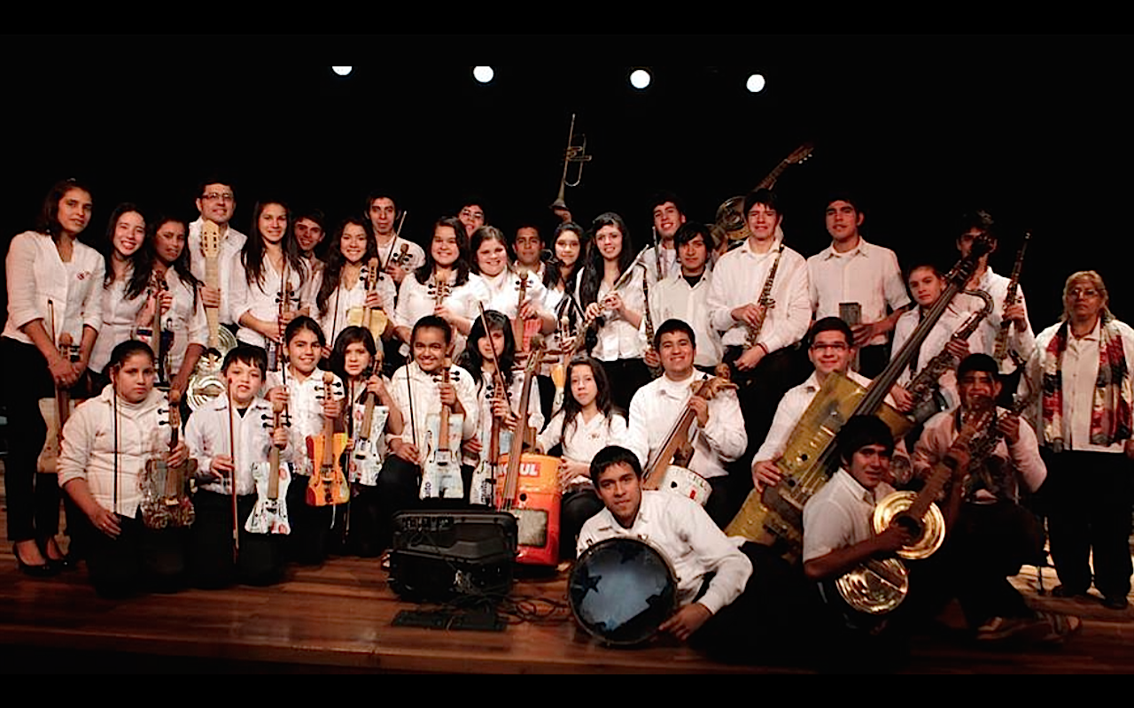 Sinfonica Cateura in Bañados del Sur (Paraguay) with recycled musical instruments
