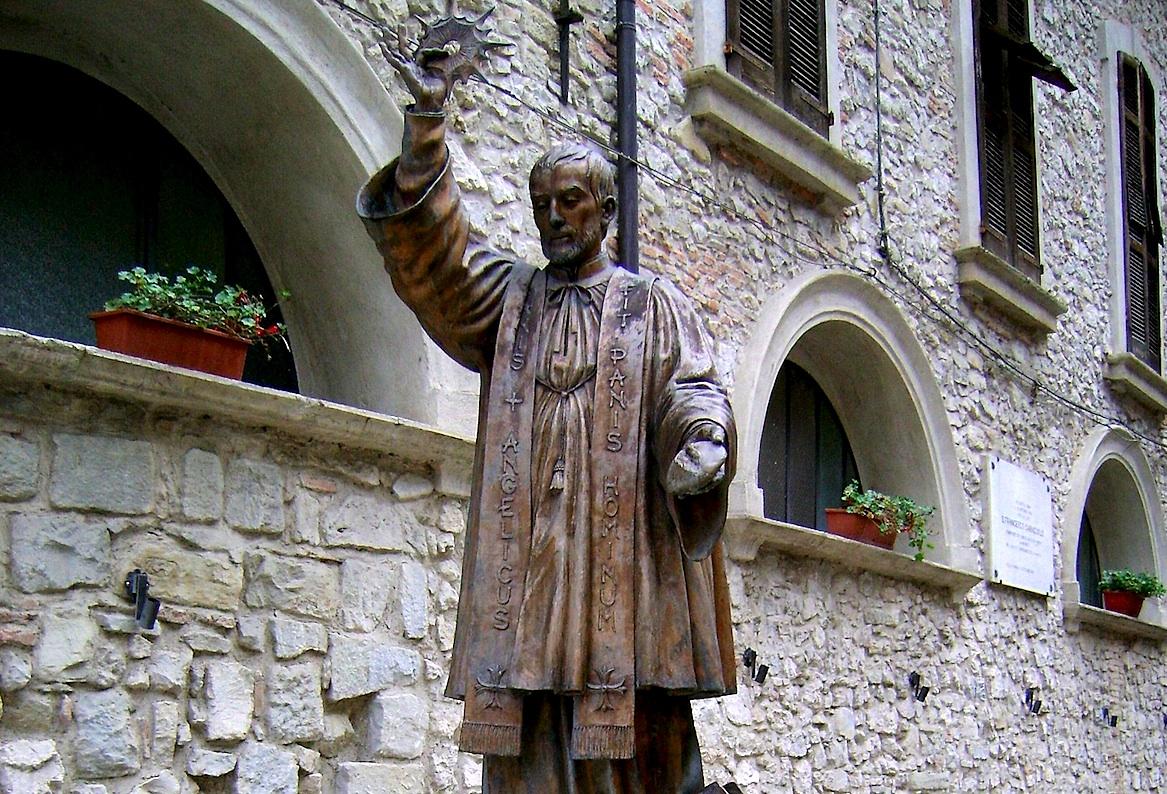 Estatua de bronce de san Francisco Caracciolo