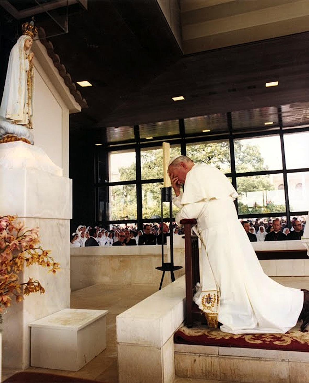 Juan Pablo II en Fátima en la capilla de las apariciones