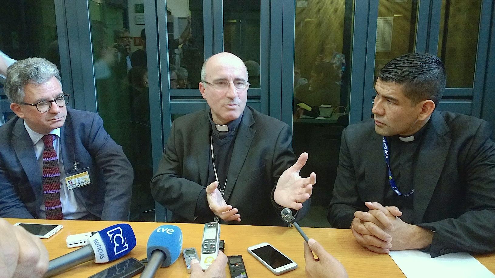 El cardenal Daniel Sturla en Roma durante el sínodo de la familia