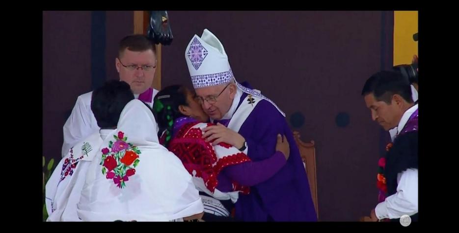 El Papa saluda a los indígenas de Chiapas