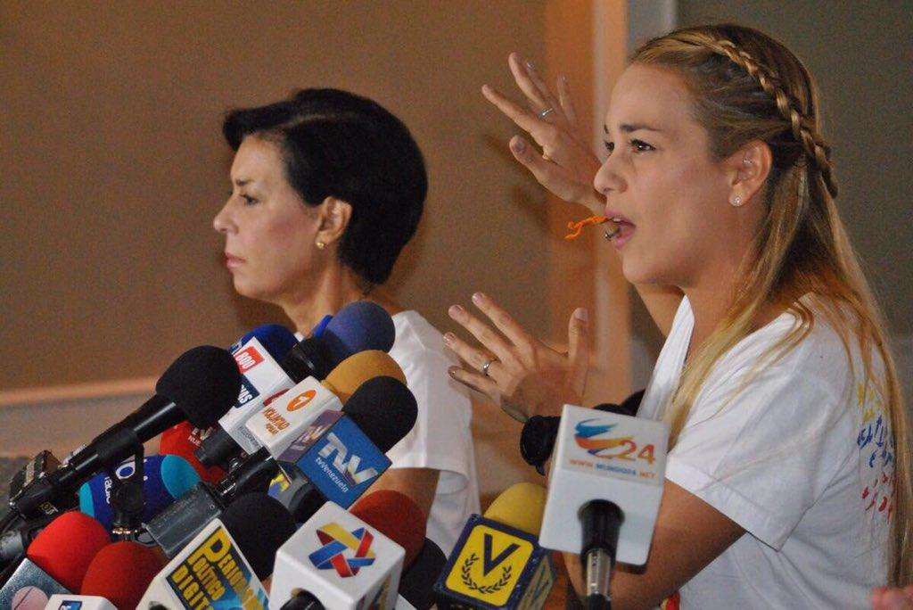 Rueda de prensa con Lilian Tintori