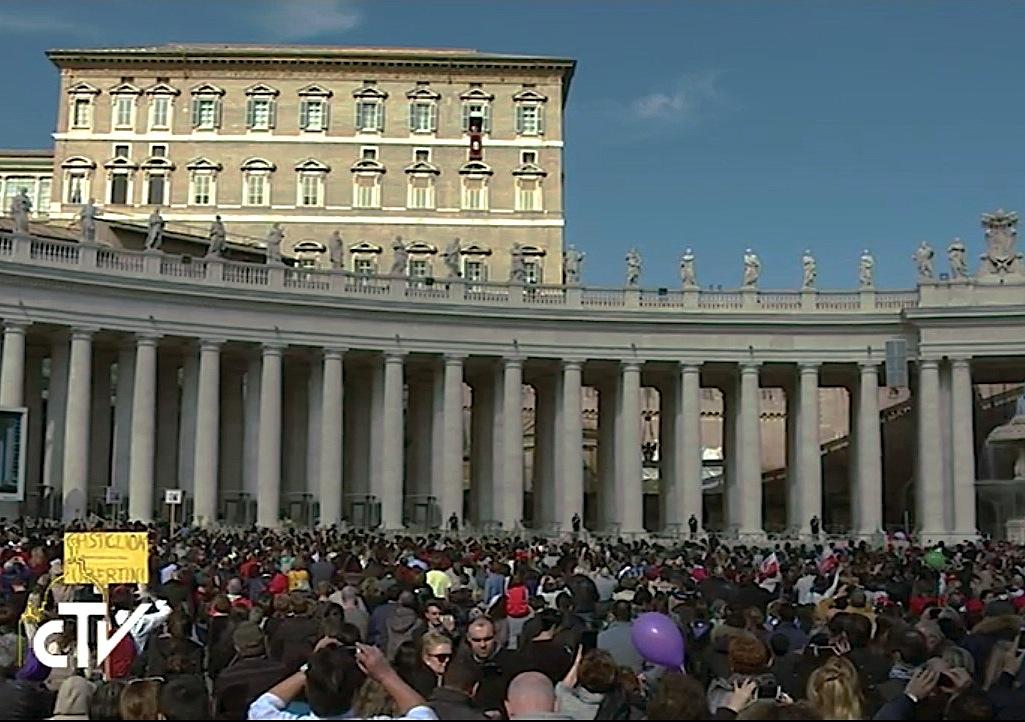 El Papa en la oración del ángelus
