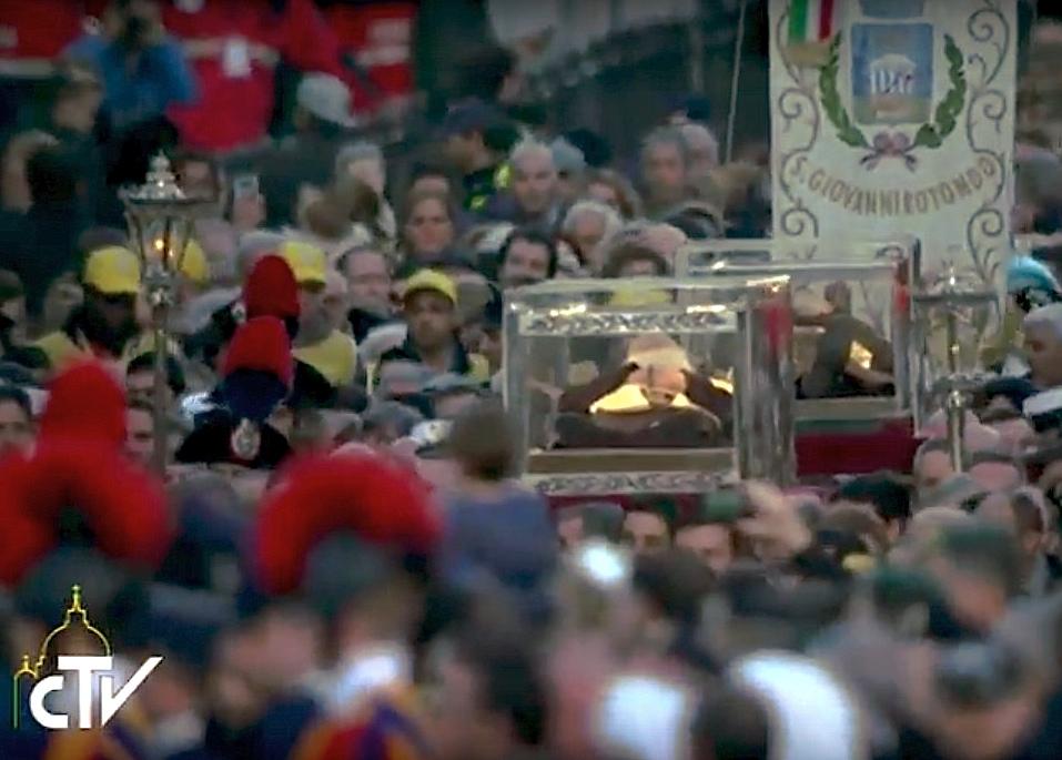 San Pío de Pietrelcina y san Leopoldo Mandić llegan al Vaticano