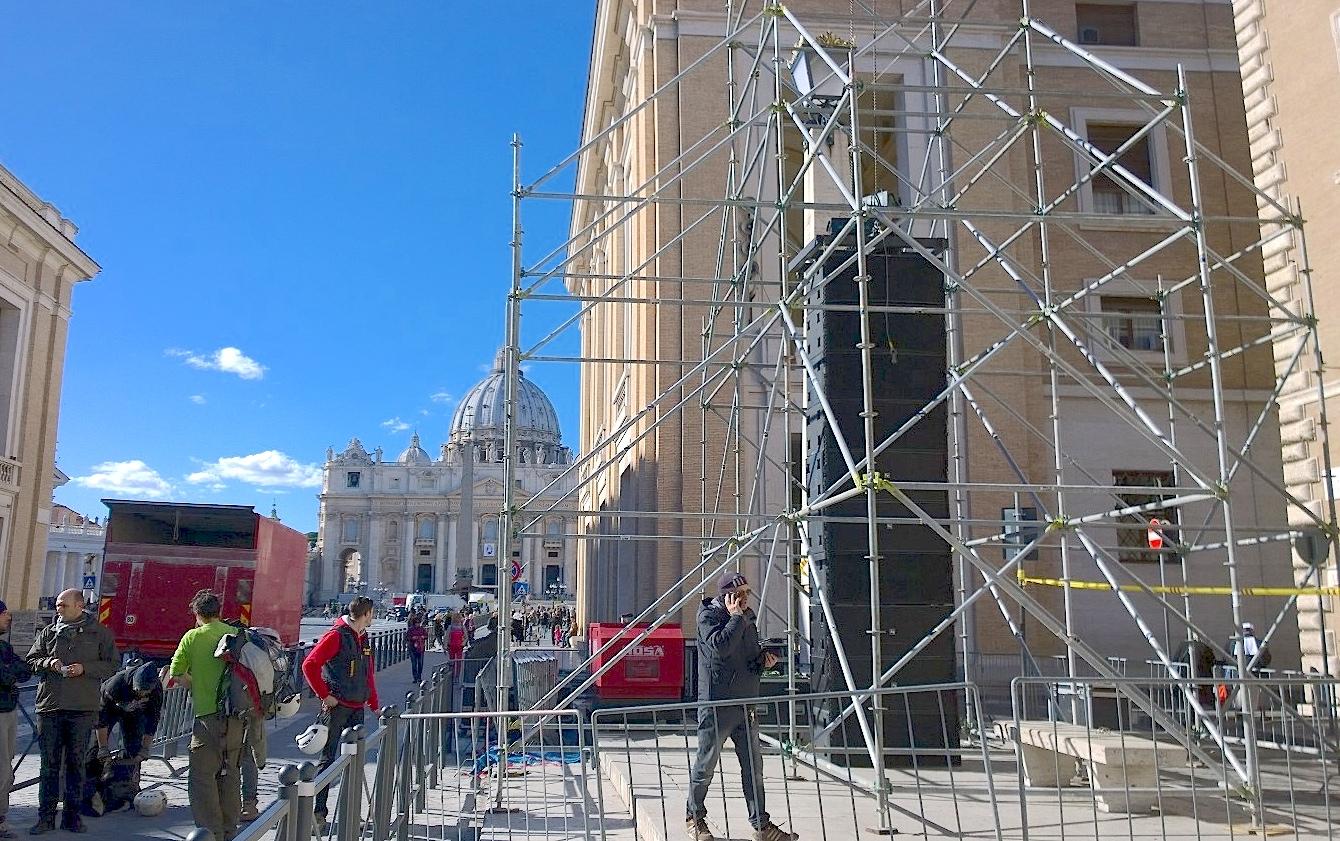 En vía della Conciliazione los preparativos para la procesión con las reliquias del Padre Pío