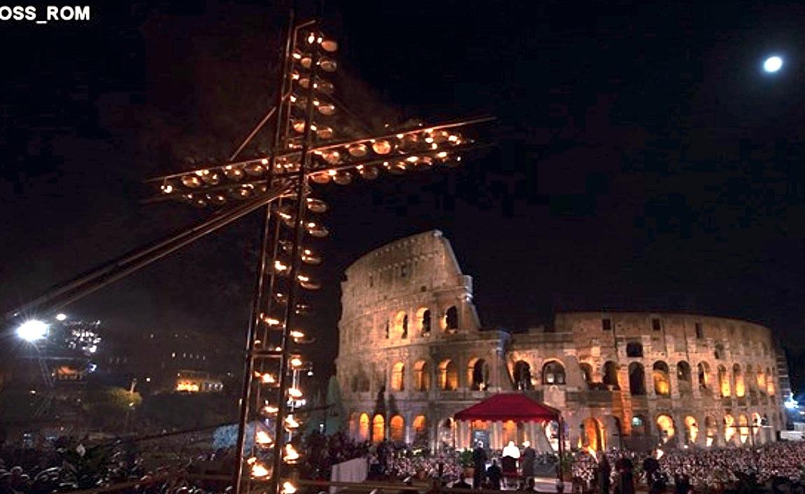 Via Crucis en el Coliseo de Roma