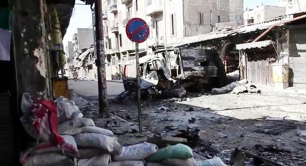 Vehículos bombardeados en Alepo.