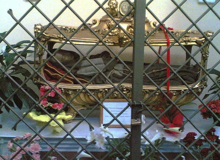 Urna con las reliquias de San Juan José de la Cruz