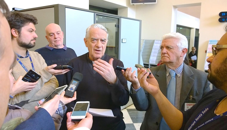 El portavoz del Vaticano, durante la rueda de prensa informal