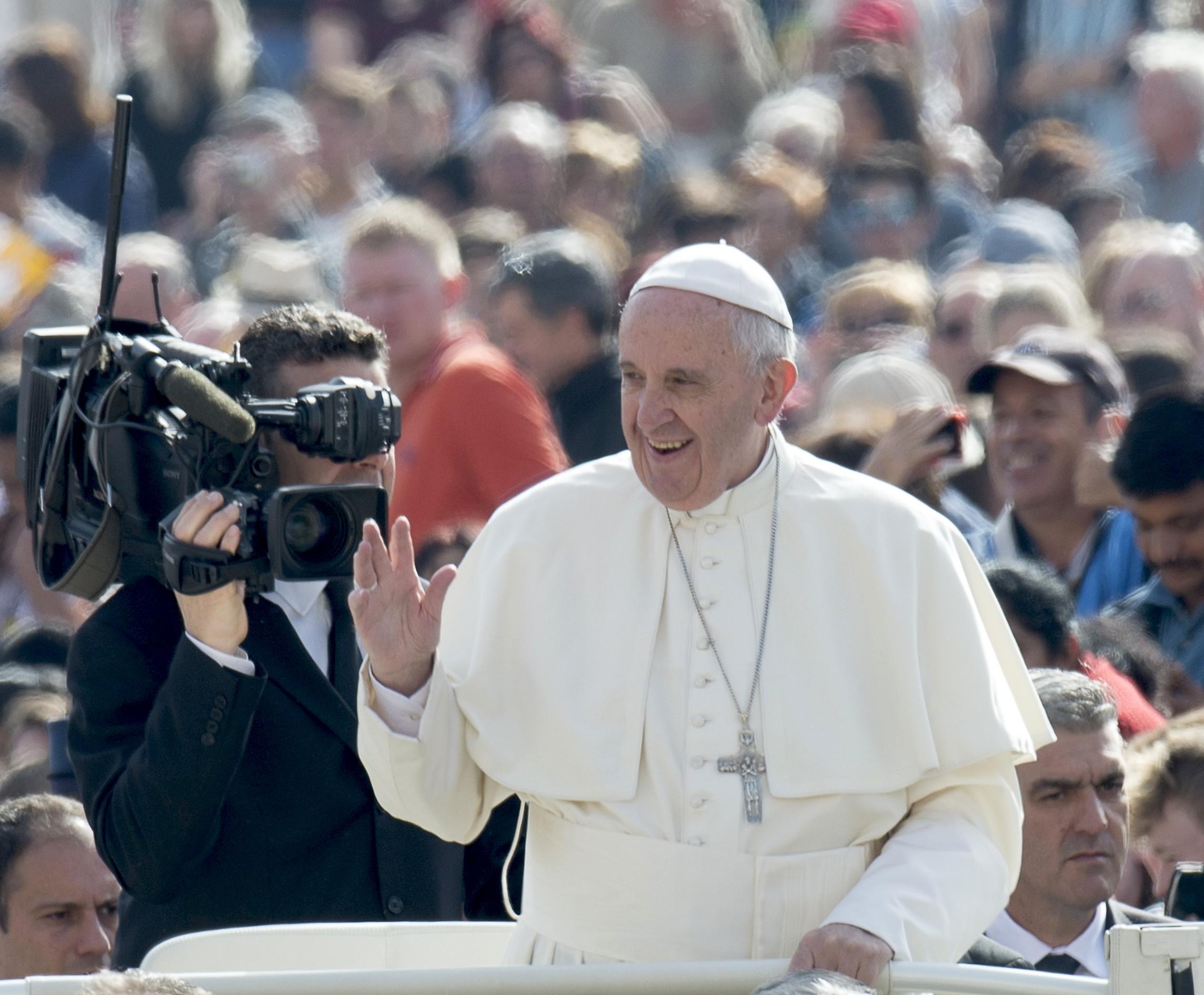 Francisco en el papamóvil