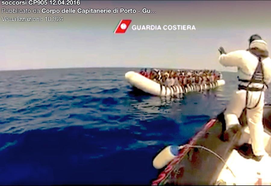 Rescate de inmigrantes en el Mar