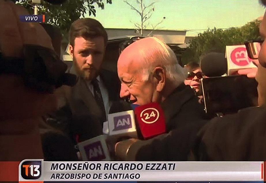El cardenal Ezzati en declaraciones a la prensa, con motivo de la muerte del expresidente Aylwin (foto Iglesia.cl)