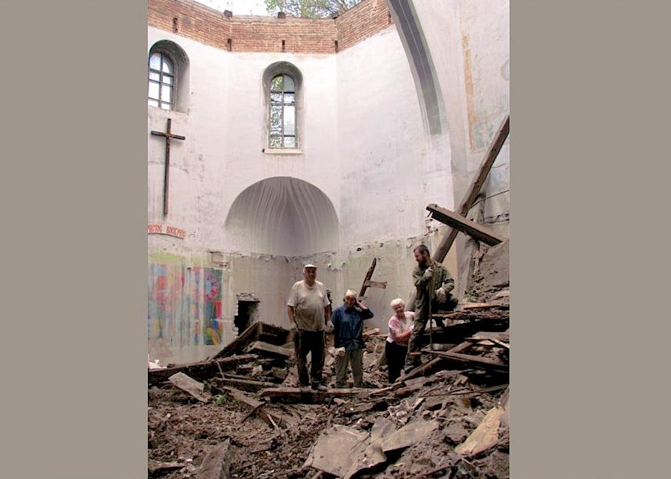 Iglesia de San José de Dniepropetrovsk destruida por el comunismo en Ucrania y ahora reconstruida