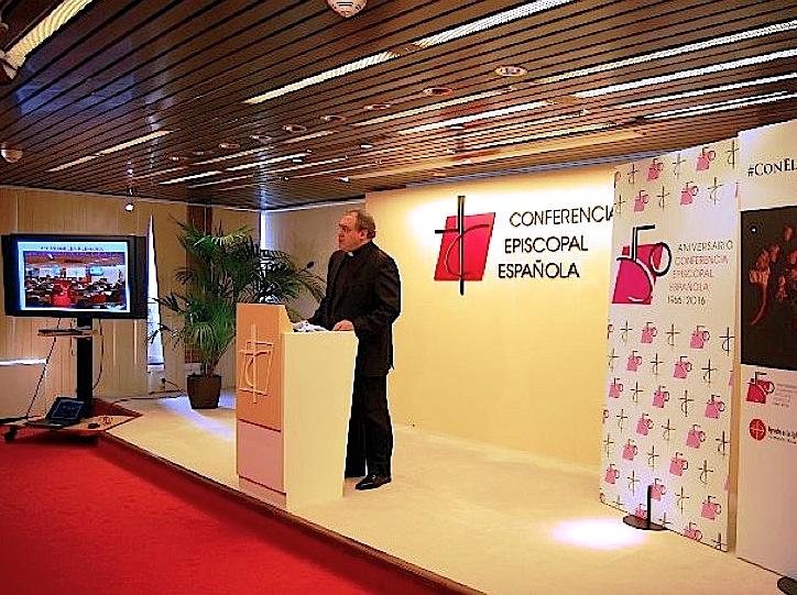 Mons. Tamayo Gil en la conferencia de prensa