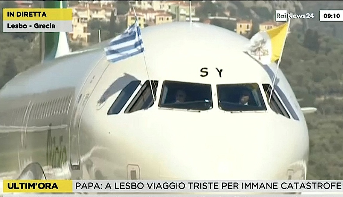El Airbus que lleva al Papa llega a Lesbos