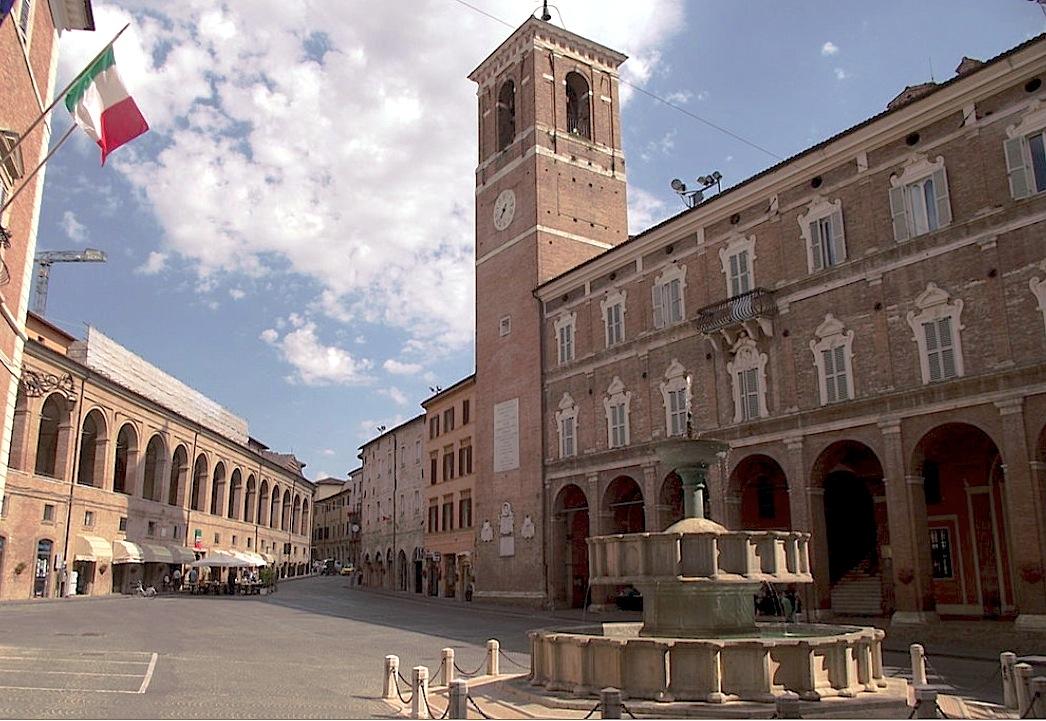 Centro de la Ciudad italiana de Fabriano, (Foto Parsifall -Wiki commons CC BY-SA 3.0)
