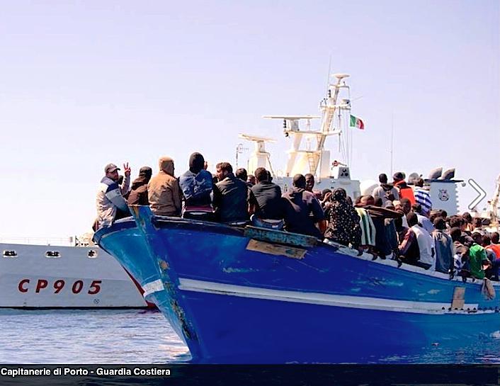 Migrantes salvados por la Guardia Costiera italiana