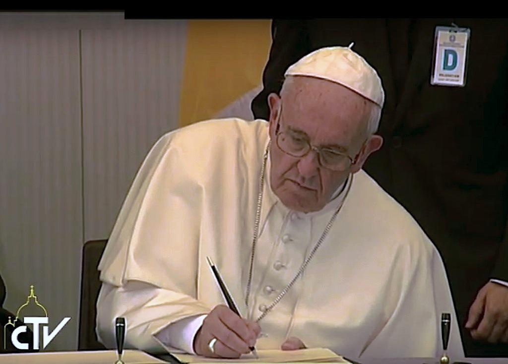 El Papa firma la declaración de Lebos