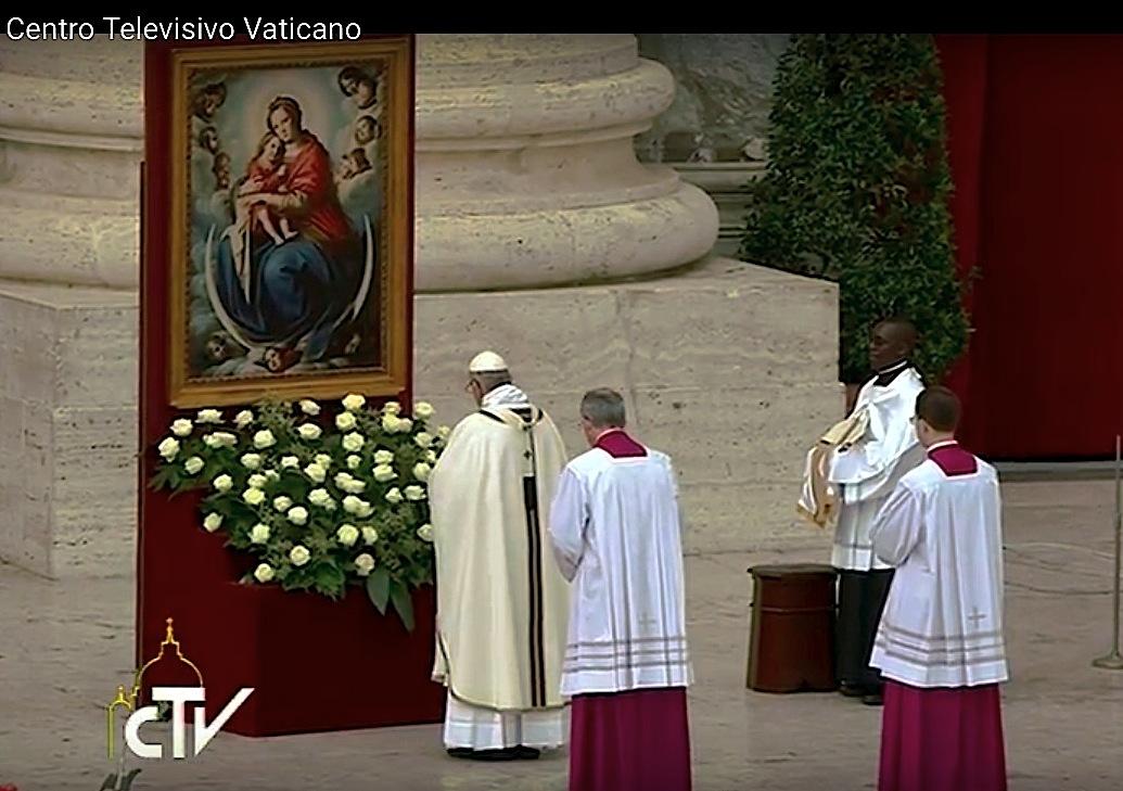 Francisco reza en Regina Coeli