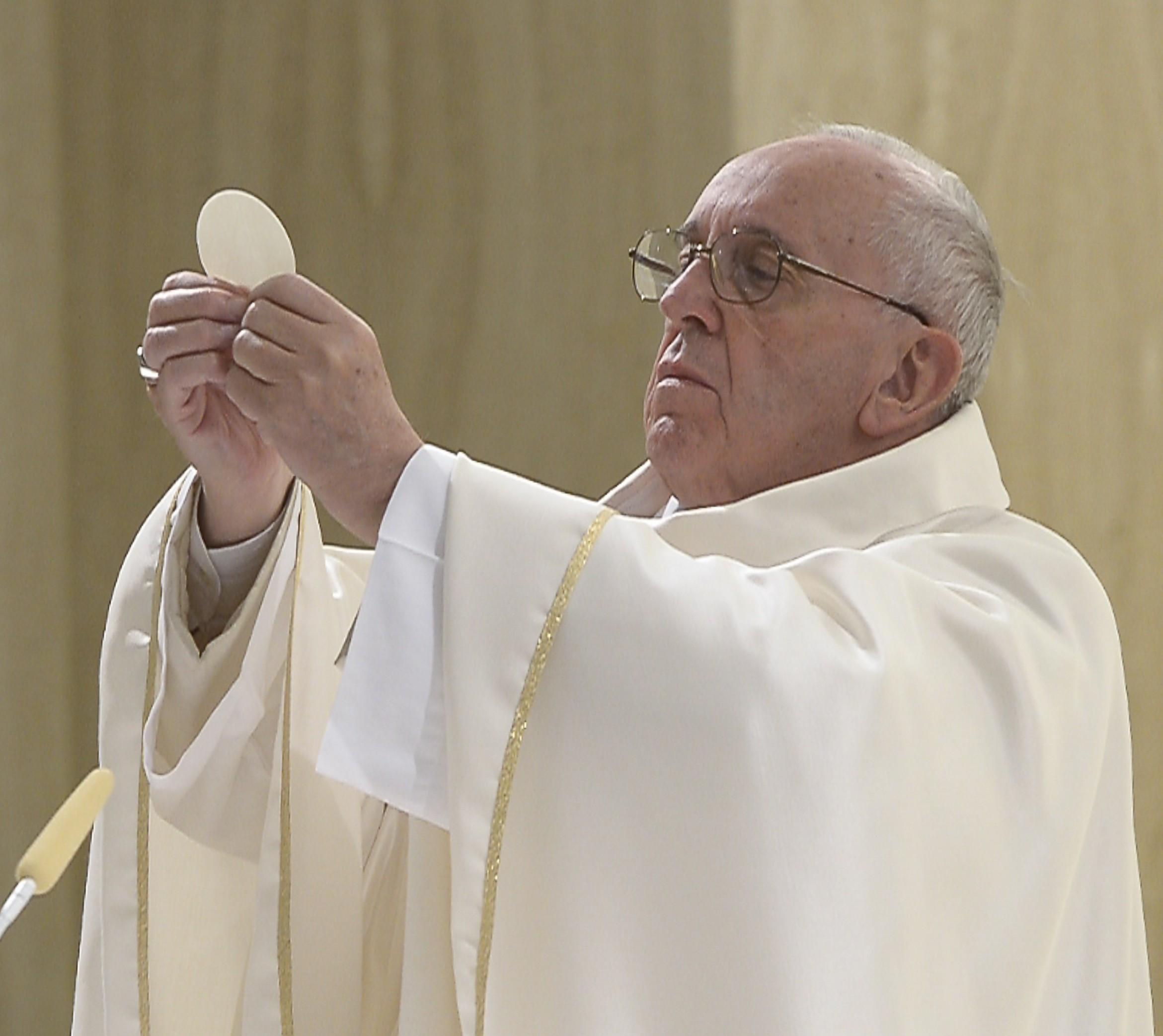 El papa Francisco en la misa en la Domus Santa Marta (15 de abril de 2016) (Foto copyright Osservatore Romano)
