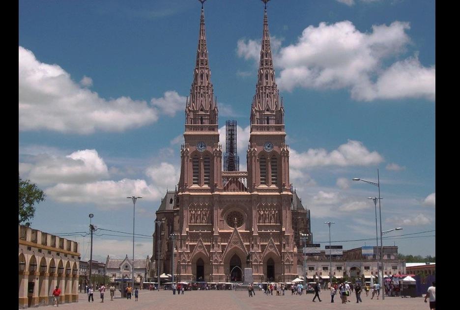 Basílica de Luján (Wiki commons - Foto Dario) Alpern)