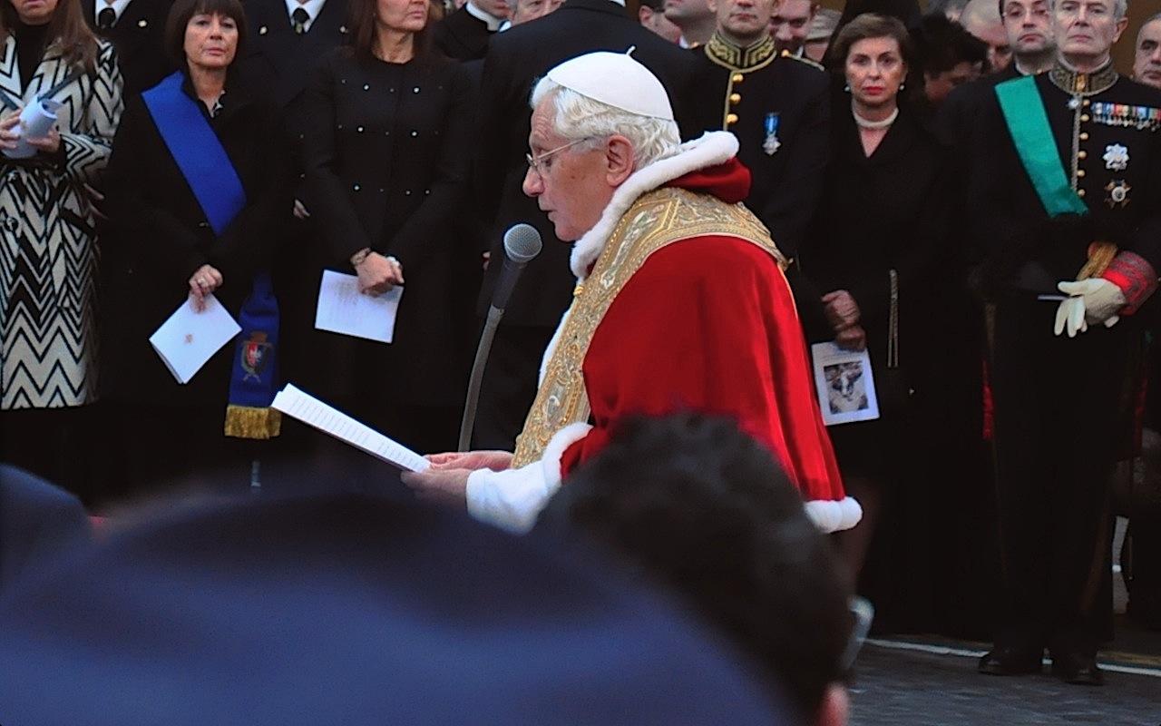 Benedicto XVI pocos meses antes de su renuncia, en la Plaza de España