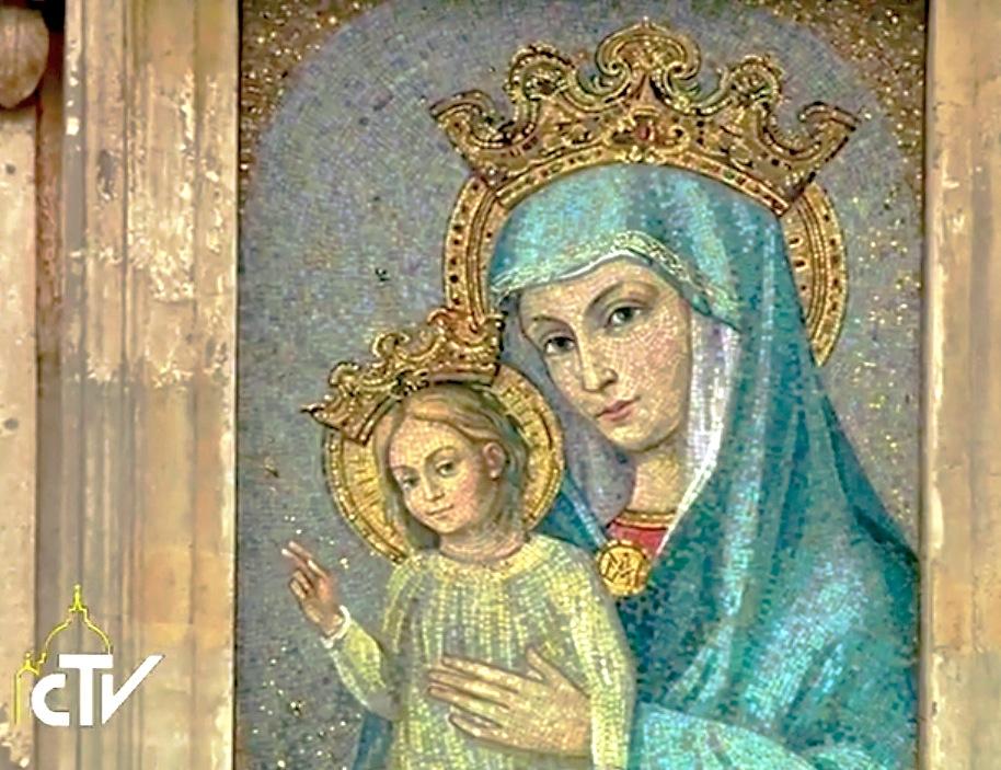 Imagen de la Virgen María en la Plaza de San Pedro