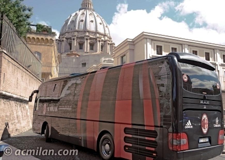 El autobus del Milan llega al Vaticano