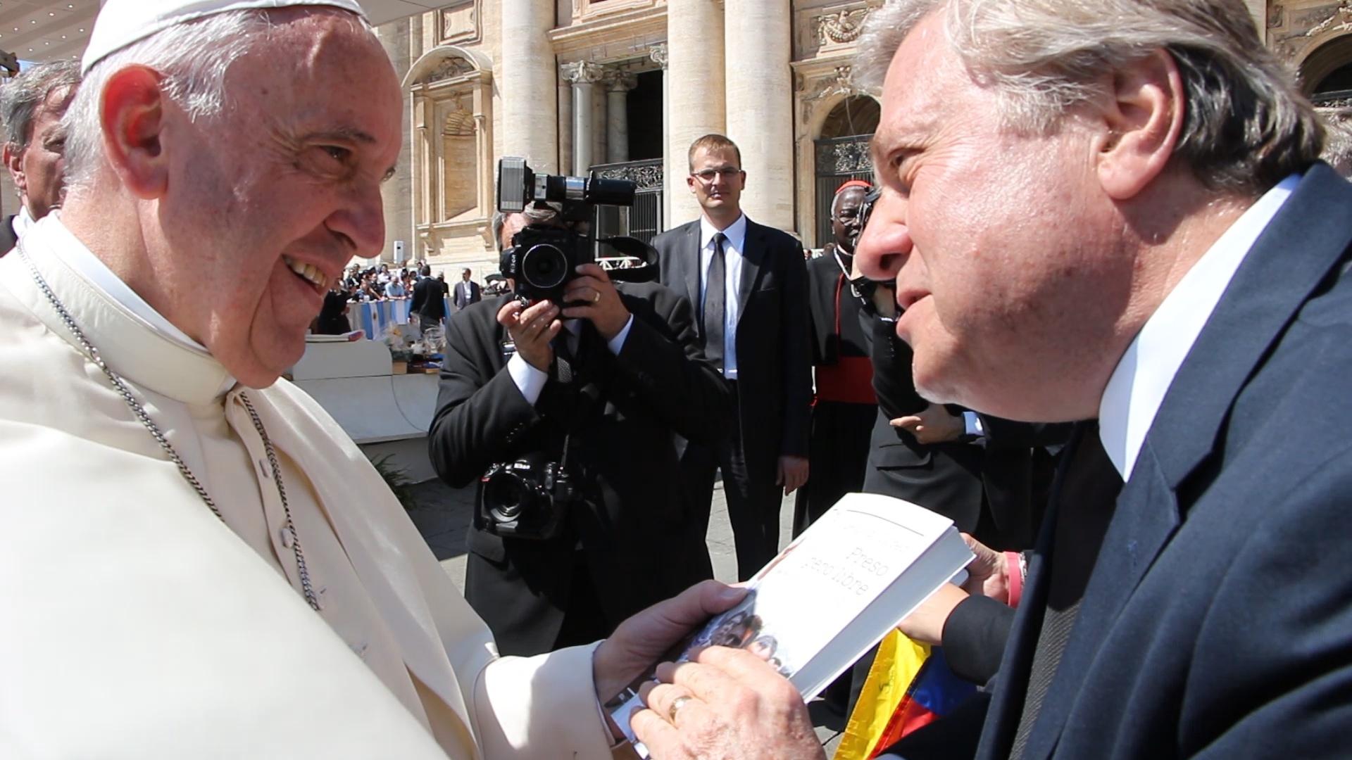 El Papa saluda a Leopoldo López después de la Audiencia General