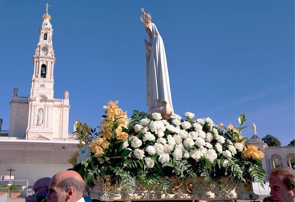 Procesión en Fátima con la imagen peregrina