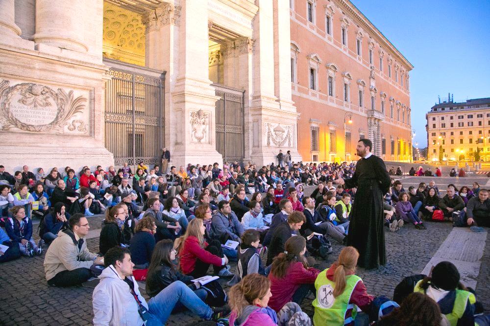 Sacerdotes del Oratorio durante el Año Jubilar, peregrinando por las 7 Iglesias de Roma en marzo pasado, 2016 a ejemplo de san Felipe Neri. (Foto ©Oratorianos)
