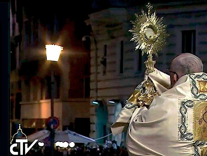 Bendición del Santísimo en la procesión de Corpus